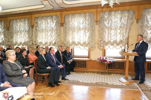 Глава парламента республики поздравил крымчан с Днем Конституции Российской Федерации