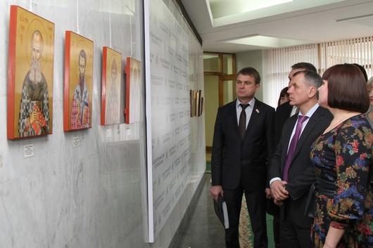 В Госсовете Крыма развесили иконы (ФОТО), фото-1