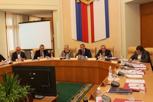Главная наша цель – сохранить и укрепить оздоровительную базу, без которой Крым не сможет иметь статус курортного региона - Владимир Константинов