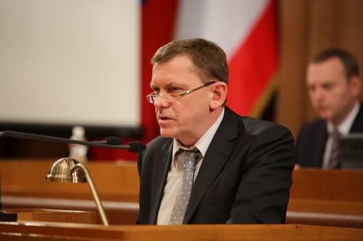 Бюджет Республики Крым на 2016 год принят в двух чтениях